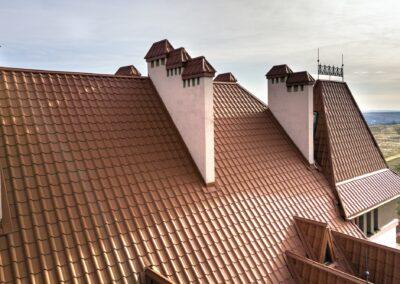3 řady komínů na střeše